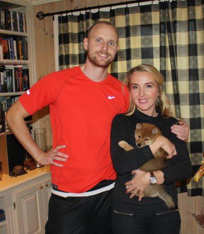 Max med sine nye eiere, Mirjam og Stian