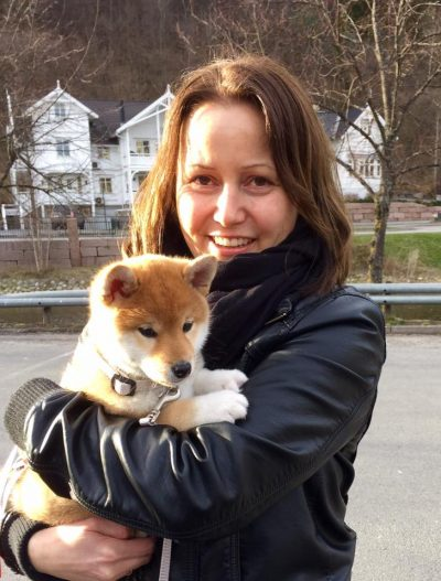 Miko med sin nye eier, May-Tove