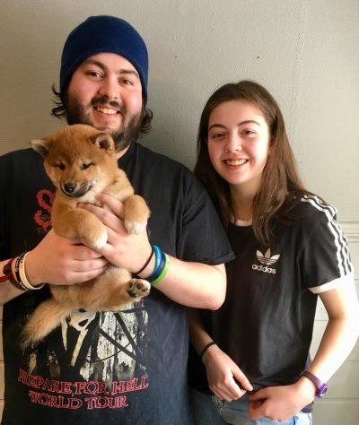 Durotan med sine nye eiere, Carlos og Esther