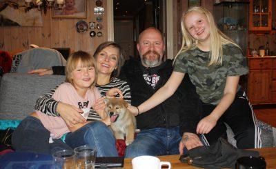 Charlie med sine nye famile